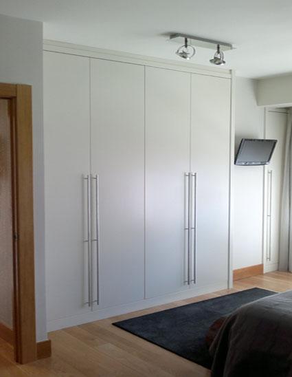 Mobiliario a medida haus interiores tienda bilbao - Disenar armarios empotrados ...